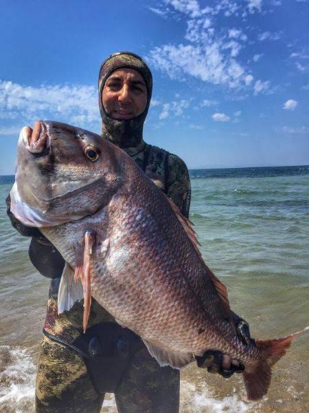 Kendisinden Yaşlı 12 Kiloluk Balığı Avladı
