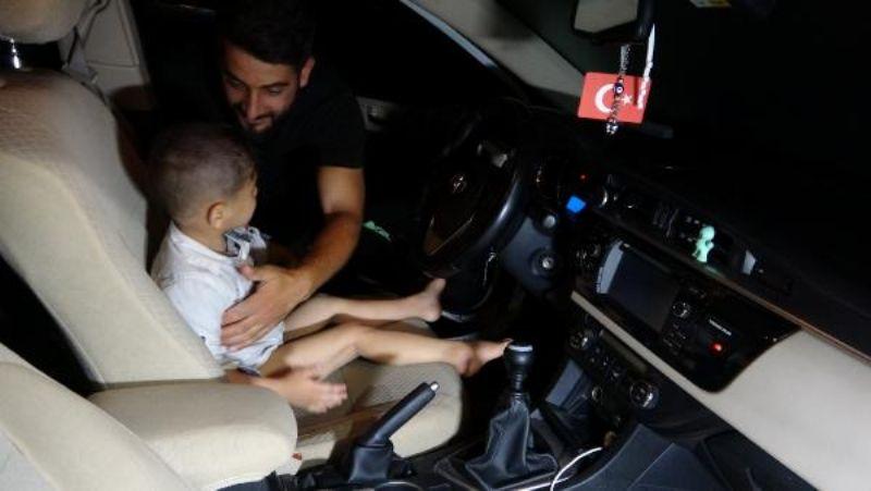 Kaybolan Çocuk, 5.5 Saat Sonra Otomobil İçinde Uyurken Bulundu