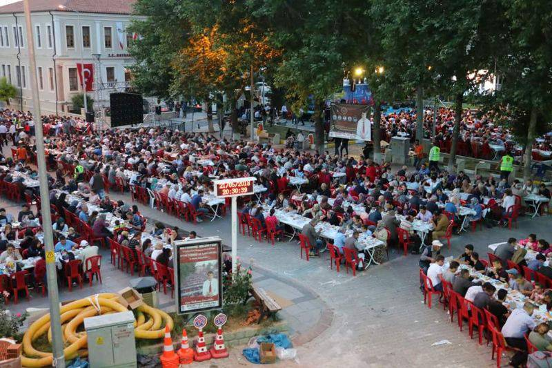Bayramiç Belediyesi 7 Bin Kişiyi İftarda Buluşturdu