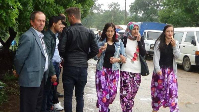 Yağmur Altında 'Aşıklar Sokağı Geleneği'