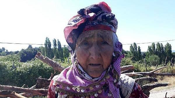 94 Yaşında, Kışlık Odununu Sırtında Taşıyor