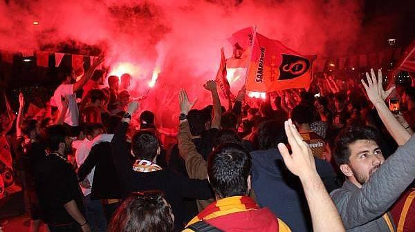 Çanakkale'de Galatasaray Taraftarı Şampiyonluğu Kutladı