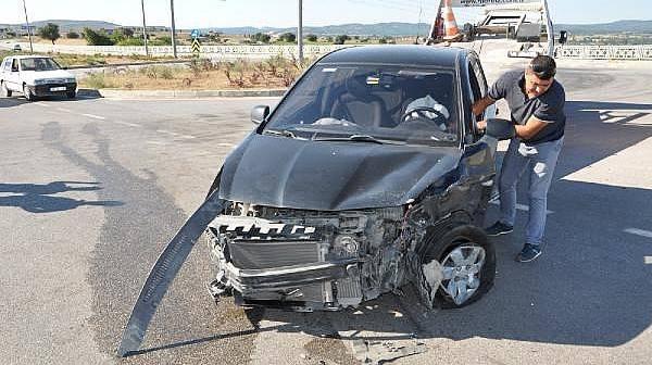 Çanakkale'de İki Otomobil Çarpıştı: 8 Yaralı