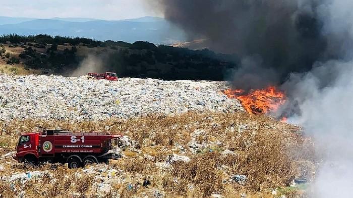 Ezine'de Çöplükte Yangın; Havadan ve Karadan Müdahale Ediliyor