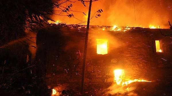 Muhtarın Babası, Evde Çıkan Yangında Öldü