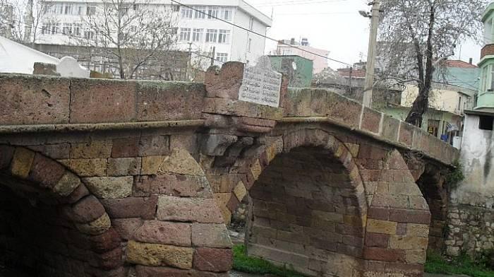 Tarihi Taş Köprü (Karşıyaka Köprüsü)