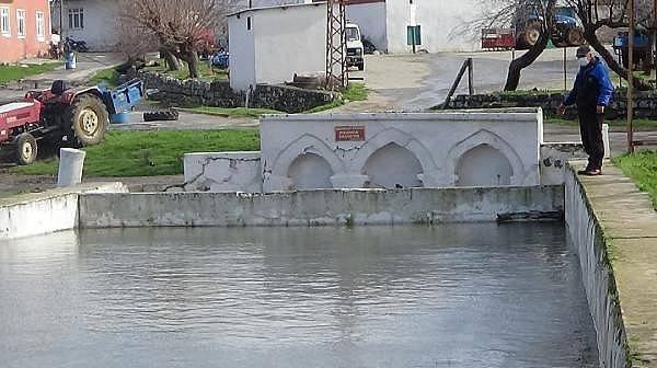 Kazdağları EteklerindekiKöyün Her Yerinden Su Çıkıyor