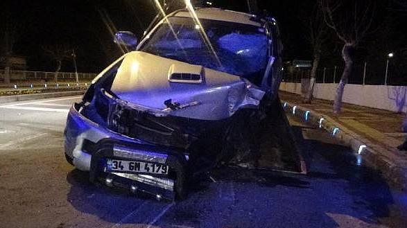 Bayramiç'te TAK'a Çarpan Aracın Sürücüsü Hayatını Kaybetti