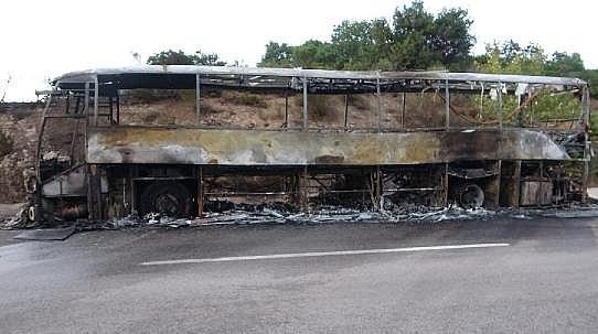 Motoru Tutuşan Yolcu Otobüsü Kül Oldu, Alevler Ormana Sıçradı