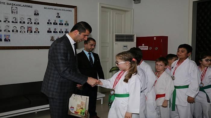 Karatecilerden 15 Madalya Birden