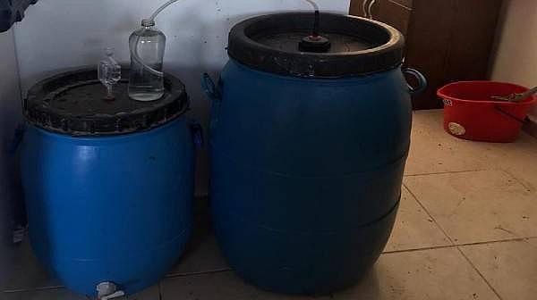Ezine'de 438 Litre Kaçak Şarap Ele Geçirildi
