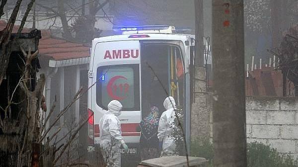 Karantinaya Alınan Köyde, Yaşlı Kadın Hastaneye Kaldırıldı