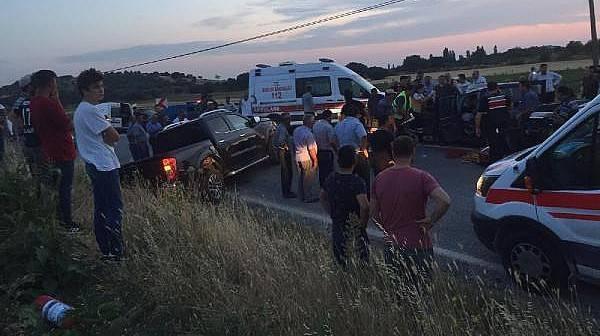Ayvacık'ta İki Ticari Araç Çarpıştı: 1 Ölü, 7 Yaralı