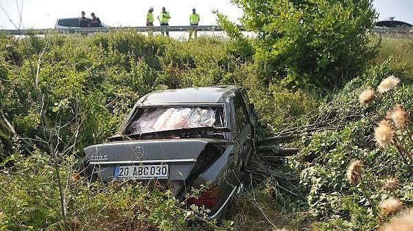 Şarampole DevrilenOtomobildeki Baba Yaralandı, Oğlu Öldü