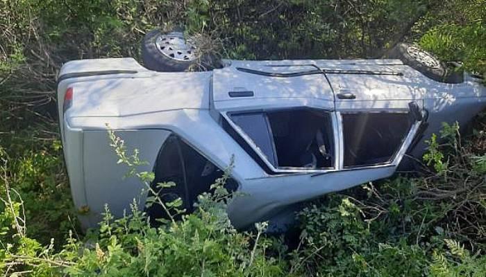 Ayvacık'ta Otomobil Şarampole Yuvarlandı: 2 Yaralı