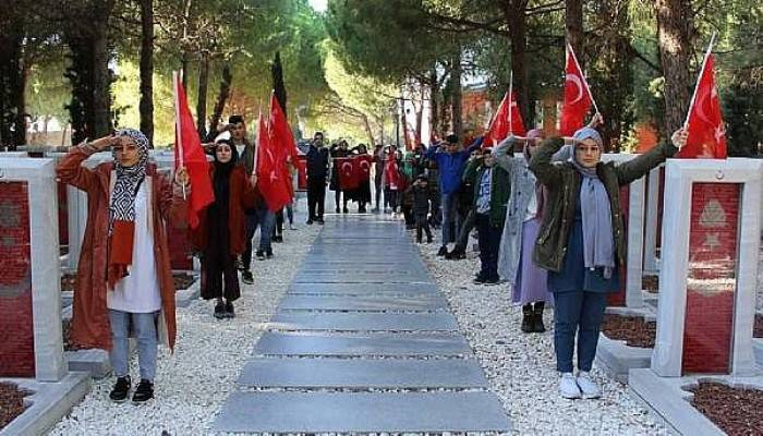 Gelibolu Anadolu İmam Hatip Lisesi Oğrencileri, Sehitlikleri Ziyaret Etti