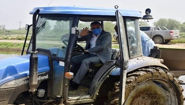 Biga Belediye Başkanı Erdoğan, Toprağa Tohum Saçıp Çeltik Ekti