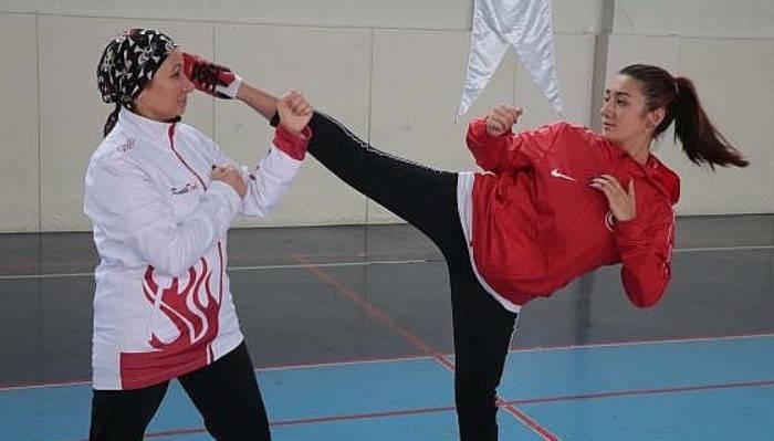 Sporcu Anne ve Kızı Aynı Fakültede Öğrenci Oldu