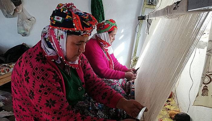 Yörük Kadınları, 5 Asırdır El Dokuması Halı Üretiyor