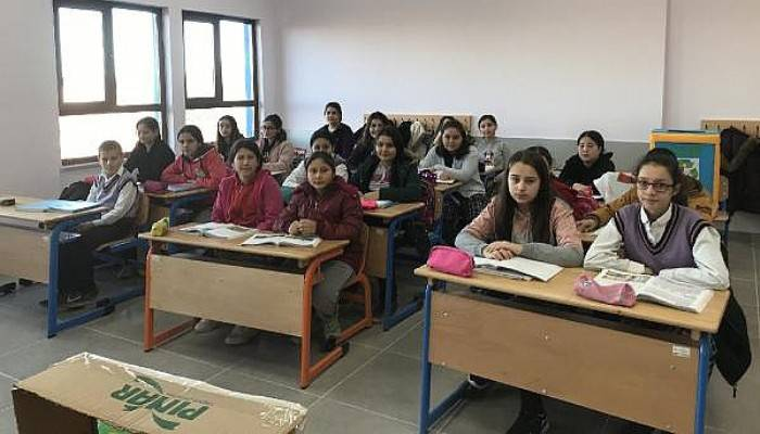 Ayvacık'ta Depremzede Öğrenciler, Yeni Okullarına Kavuştu