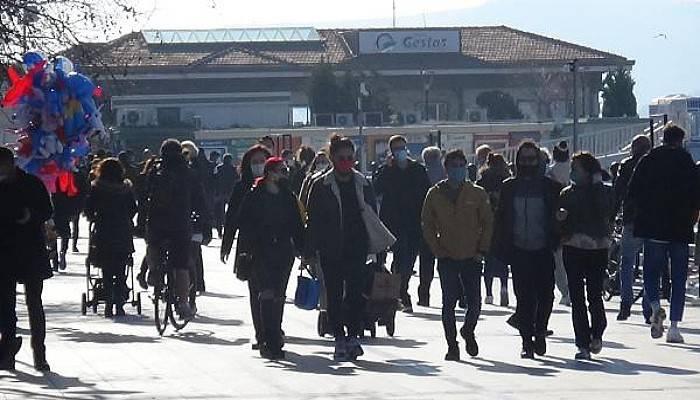 Çanakkale'de Caddeler Dolup, Taştı