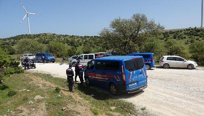Ezine'de, 12 Gündür Kayıp Kadının Cansız Bedeni Bulundu