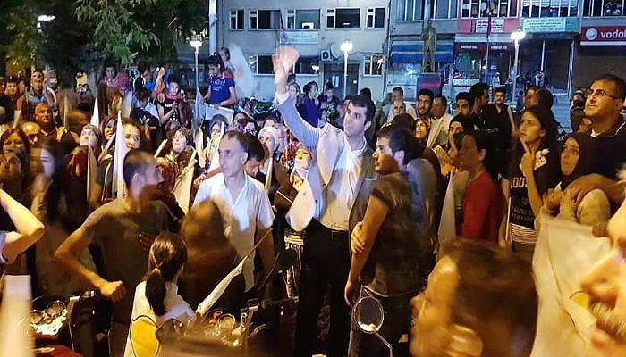 Bayramiç'te AK Parti'den 'Birlik Beraberlik' Mesajlı Kutlama
