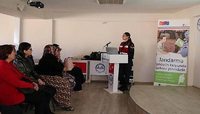 Ezine'de Jandarma, 'Aile İçi ve Kadına Yönelik Şiddet' Eğitimi Verdi