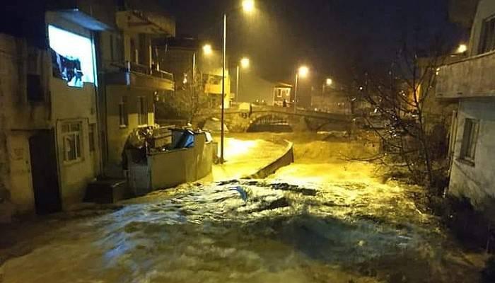 Bayramiç'te Sağanak Yağış Nedeniyle Dereler Taştı