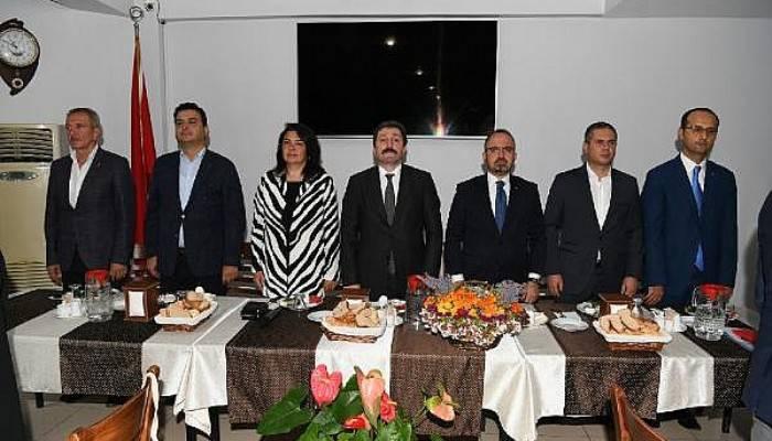 AK Parti'li Turan'dan, Arınç'a Ahmet Türk Tepkisi