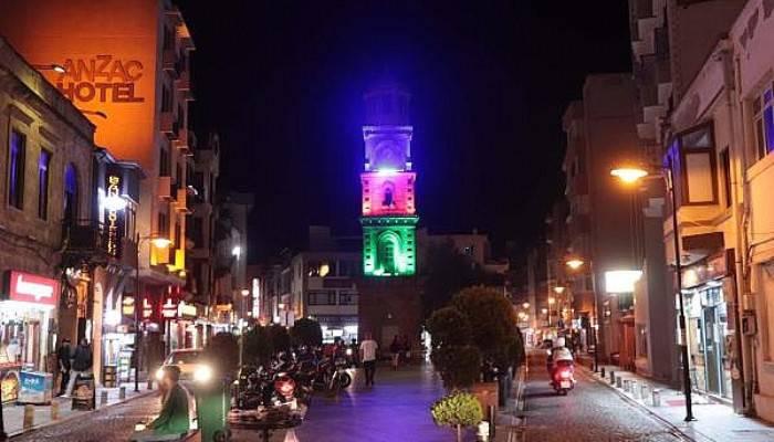Çanakkale'de Saat Kulesi, Azerbaycan Bayrağı Renklerine Büründü