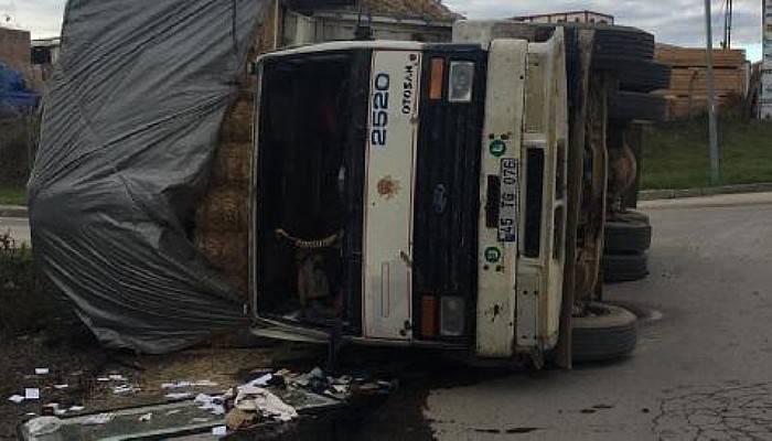 Devrilen Kamyondaki İki Kişi Yaralandı
