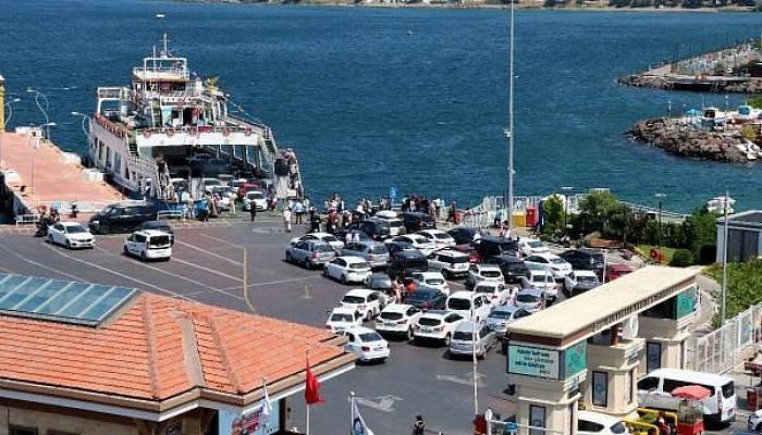 Çanakkale Feribot İskelesinde Tatilcilerin Dönüş Yoğunluğu