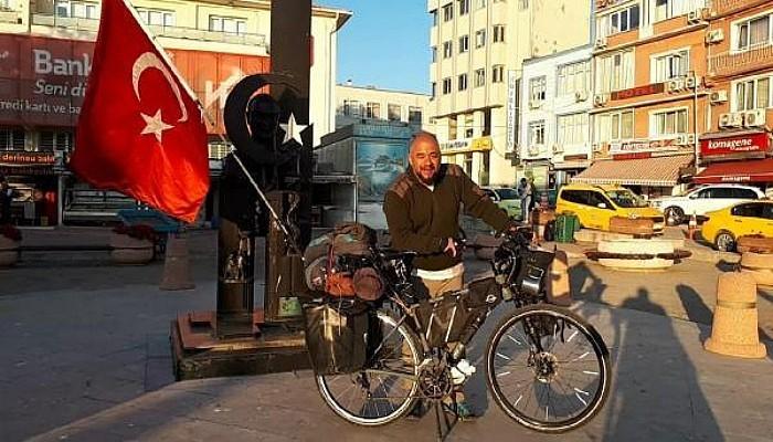 Almanya'dan Türk Bayrağı ve Bisikletiyle Yola Çıkan Gezgin Gelibolu'ya Ulaştı