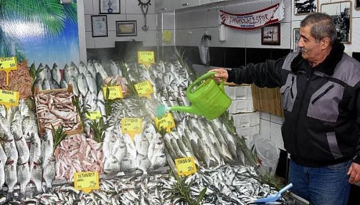Av Yasağı Öncesi Çanakkale'de Balık Tezgahları Dolu