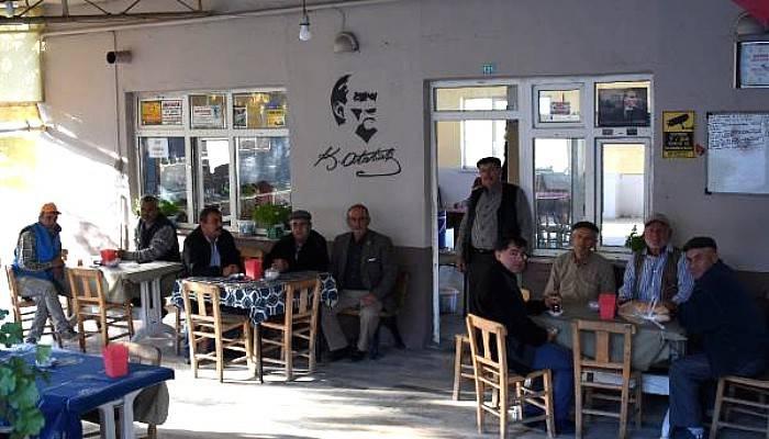 Atatürk Sevgisini Evlerinin Dış Cephelerine Yansıttılar