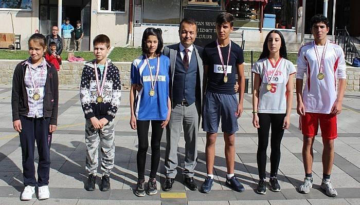 Cumhuriyet Koşusunda Ödüller Dağıtıldı