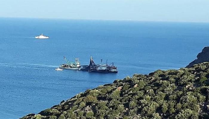 Ayvacık Açıklarında Gırgır Teknesi Karaya Oturdu