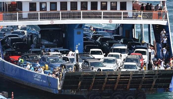 Çanakkale Feribot İskelesinde Tatilcilerin Dönüş Yoğunluğu Sürüyor