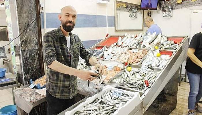 Balıkçı Tezgahlarında Sardalya Zamanı