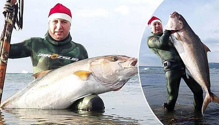 Avladığı 50 Kiloluk Balığı Yılbaşı Akşamı Arkadaşları İle Yiyecek