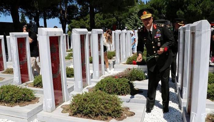 15 Temmuz Kahramanı Aksakallı'dan Şehitlere Karanfil