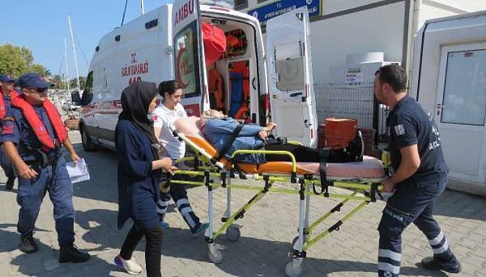 Lastik Botta FenalaşanKadın Göçmeni Sahil Güvenlik Ambulansa Götürdü