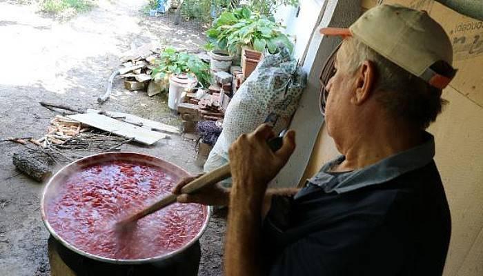 Köylerde Kışlık Salçalar Hazırlanıyor