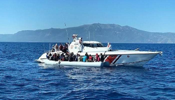 Yunanistan'ın Ölüme Terk Ettiği Kaçak Göçmenler Kurtarıldı
