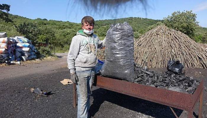 Ekmeklerini Mangal Kömürü Yaparak Kazanıyorlar