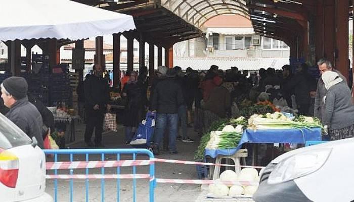 Bayramiç Pazarı, Koronavirüse Rağmen Dolup Taştı