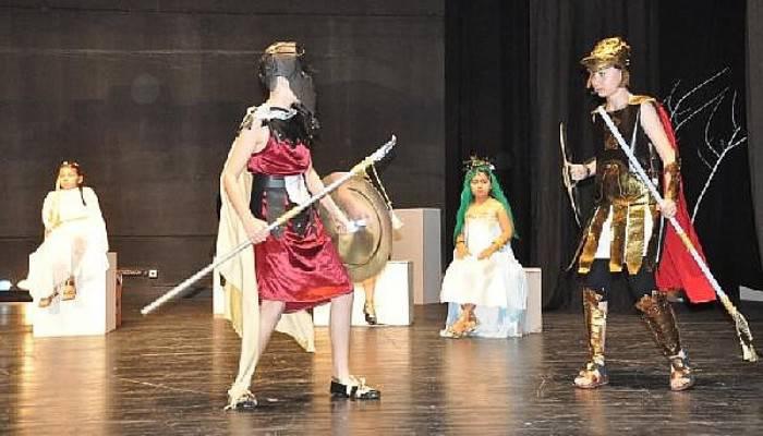 'Troya'yı Düşlüyorum' Adlı Oyun Büyük Beğeni Topladı
