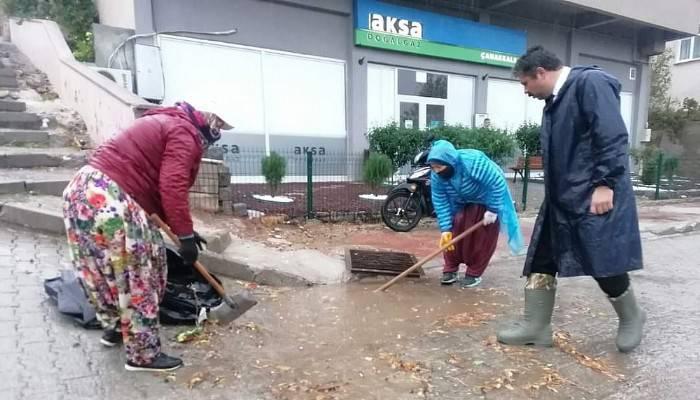Yağmurda Başkan Çizmeli Çalışan Kadınlar Spor Ayakkabılı