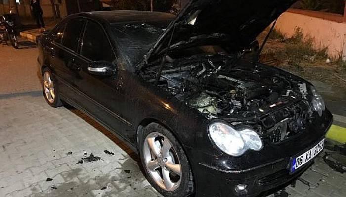 Gelibolu'da Park Halindeki Otomobil Yandı